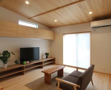 屋根裏収納と太陽光発電がある家