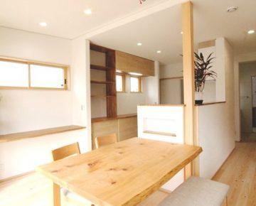 太陽光のある一階寝室の家